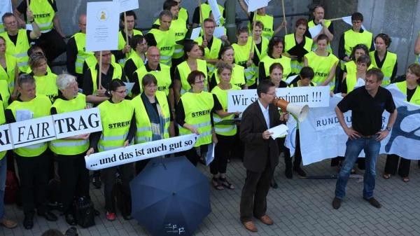 Andreas Masopust und Simon Halsey beim Streikkonzert